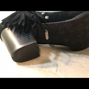 Vionic Shoes - VIONIC Upright Faros Fringe Ankle Boots 8M EUC